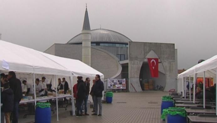 Eerste Turkse eetfestijn voor Lierenaars bij nieuwe moskee