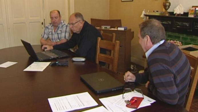Hulp voor invullen enquête over de paaltjes in Peulis