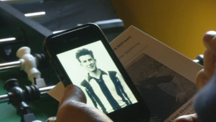 Supporters Lierse laten shirt Gouden Schoen Fons Van Brandt opnieuw maken