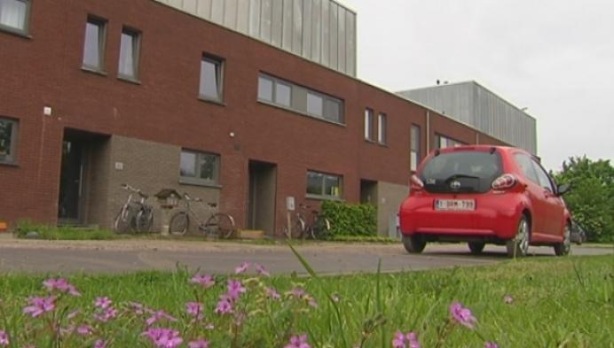 De Zonnestraat in Mechelen wacht nog altijd op op asfalt