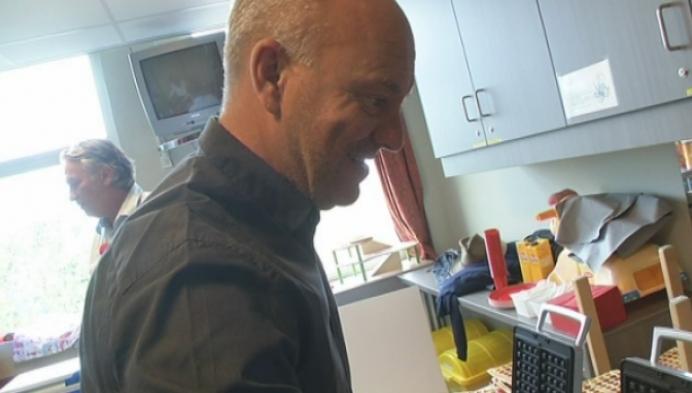 Piet Huysentruyt bakt wafels voor zieke kinderen