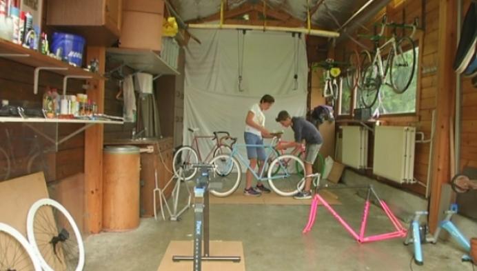 Kempense tieners starten bedrijf in retrofietsen