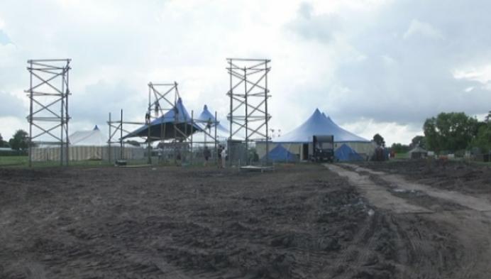 Scouts nemen extra maatregelen tegen modder op fuifterrein