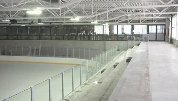 Nog geen ijs in nieuwe schaatsbaan Mechelen door hitte