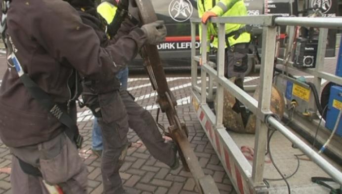 Verroest kruis van Sint-Pieterskerk in Berlaar gehaald