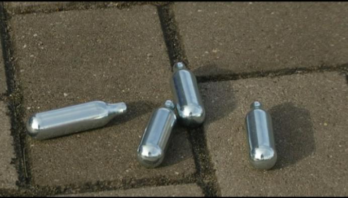 Politie waarschuwt: lachgas is erg gevaarlijk