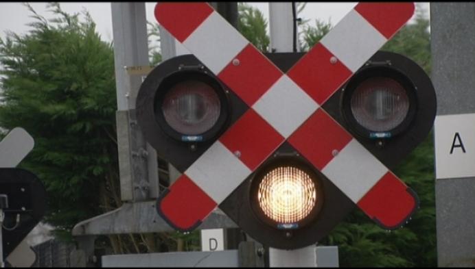 15-jarig meisje ontsnapt aan aanstormende trein