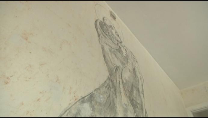 Potloodtekening Antoon ontdekt achter behangpapier