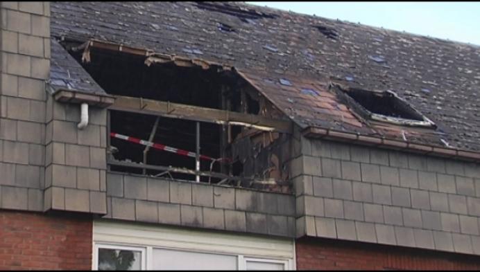 Zware uitslaande brand vernielt dakappartement