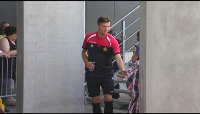 KV Mechelen showt nieuwe shirts aan de supporters