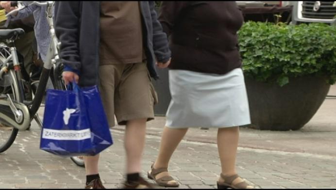 Lierse marktkramers delen herbruikbare zakken uit