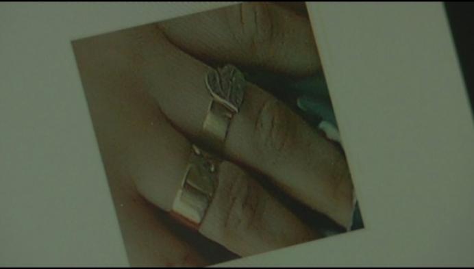 Inbreker steelt dierbare ring van overleden dochter