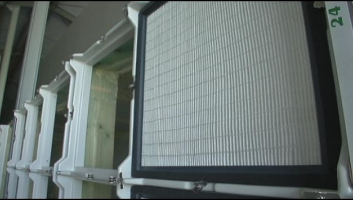 Varkensboer plaatst virusfiltersysteem in stal