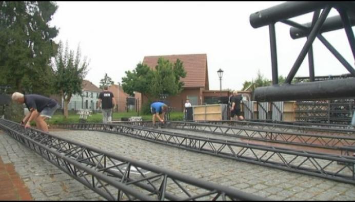 Opbouw in de regen voor zesde editie van Rijmrock