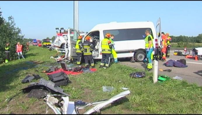 1 dode en 4 zwaargewonden bij ongeval op E34