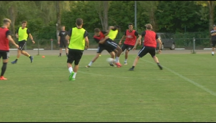 Heist en Oosterzonen trappen Superliga op gang