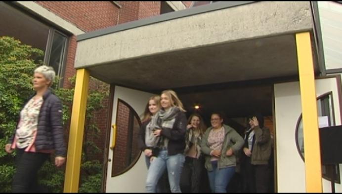 Langste tafel voor 50 jaar hotelschool in Hoogstraten