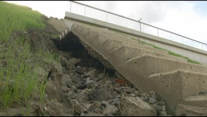 Trap vernieuwde spoorwegbrug E313 nu al stuk