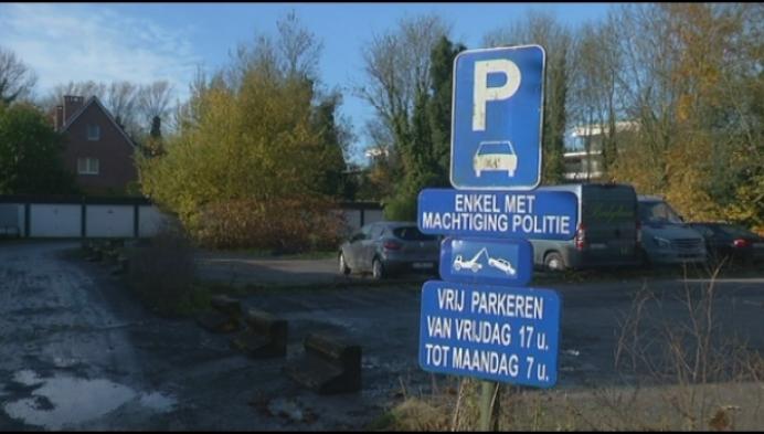 Binnenkort parkeren op oude politieparking