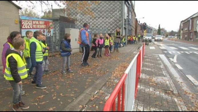 Honderden fluo-leerlingen blij met schoolstraat