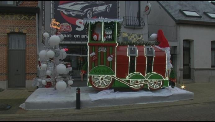 Gigantische kerstlocomotief duikt op in Kessel