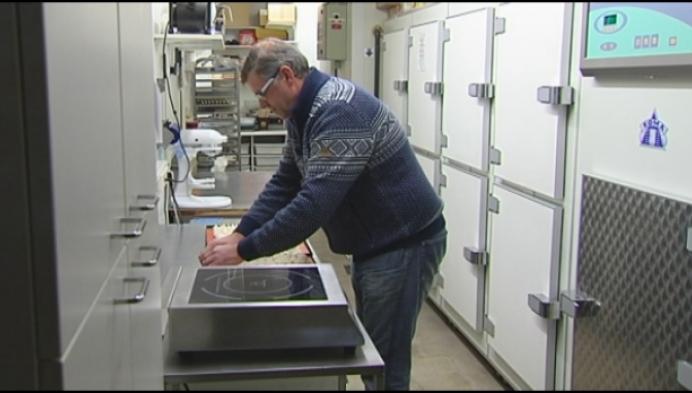 Geelse bakker betrapt dieven aan broodautomaat