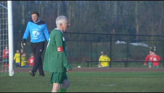 80 is Theo Verhaeghen, maar hij voetbalt nog elke week