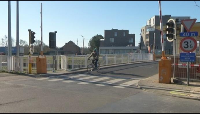Scheepvaartverkeer onderbroken na ongeval aan Battelbrug