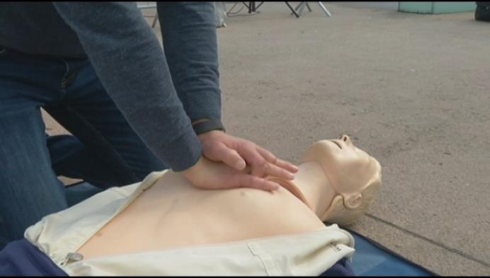 Studenten leren Mechelaars levens redden