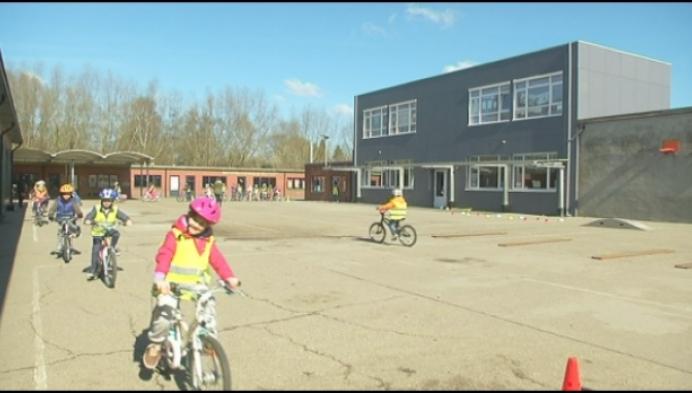 Basisschool Blaasveld huldigt nieuwe lokalen in