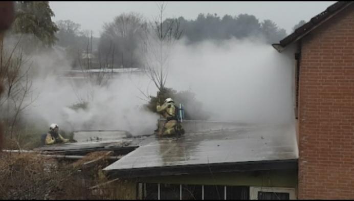 3 woningen in Geel lopen schade op na brand