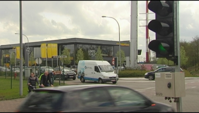Blijven verkeerslichten aan Steenweg op Tielen behouden?