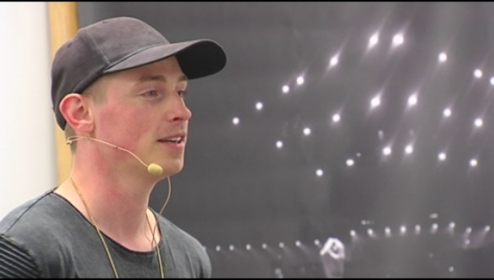 'Haal een diploma!' zegt Tomorrowland-DJ Coone