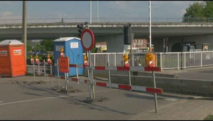 Battelbrug dicht: vervelend voor chauffeurs, hemels voor fietsers