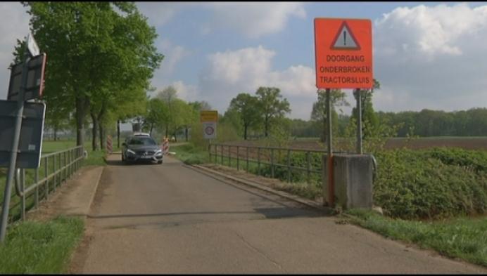 Veel gebruikte sluipweg afgesloten door tractorsluis