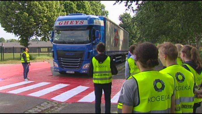 Politie Turnhout koopt speciaal 'dodehoekzeil' aan