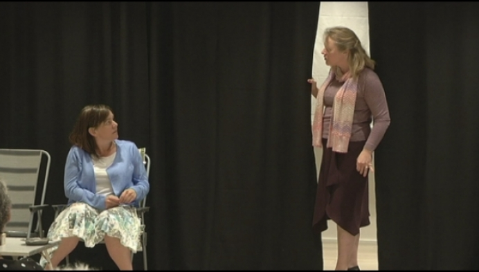 Theatergroep verrast collega met optreden in Liers ziekenhuis