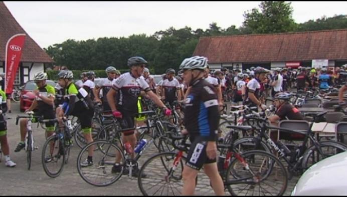 Tom Boonen en Tom Van Dijck fietsen voor goed doel