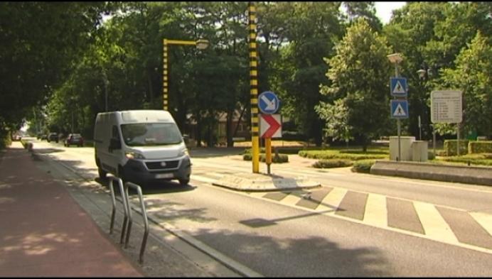 Al 16 keer belandt auto in voortuin aan flauwe bocht in Bonheiden