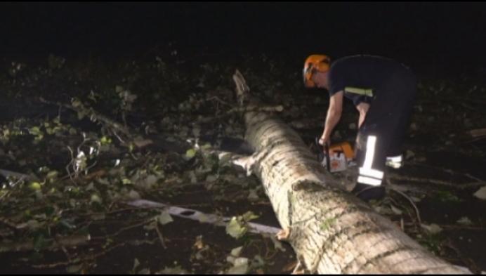 Hele dag puin ruimen in Kempen na onweer