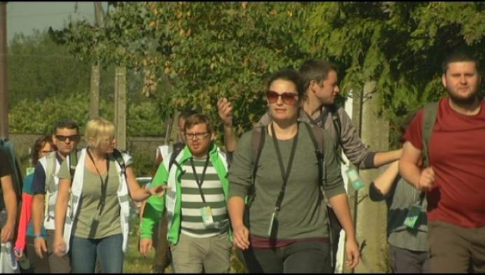 1000 sportievelingen wandelen 40 kilometer voor vluchtelingen