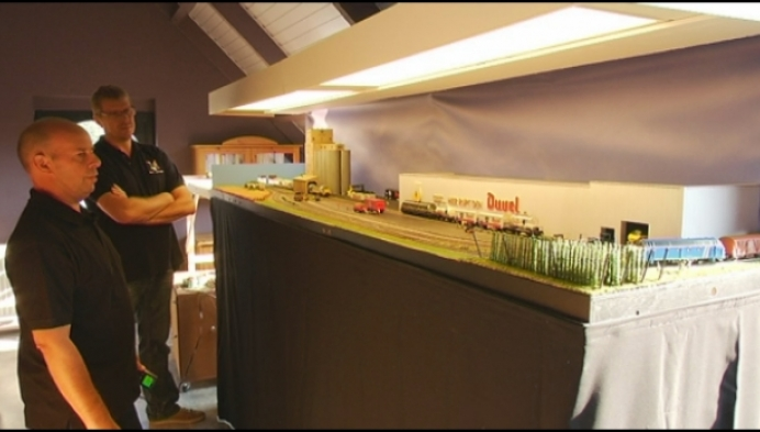 Modelbouwers knutselen miniatuur-spoorwegen in Puurs