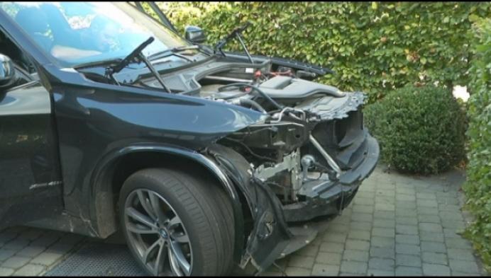 Dieven strippen binnen- en buitenkant dure BMW