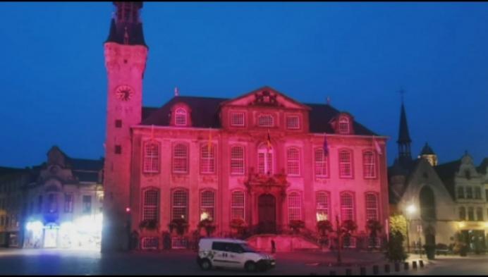 Stadhuis van Lier kleurt roze voor Pink Ribbonettes