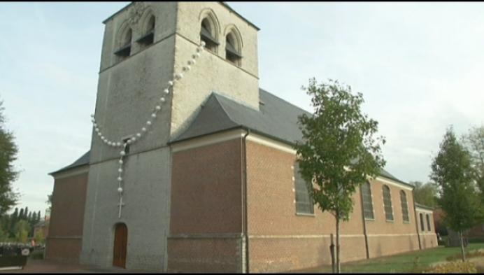 Reuze paternoster siert Olense Sint-Martinuskerk
