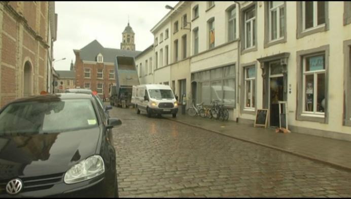 Antiekwinkel kan niet meer lossen en laden voor eigen deur
