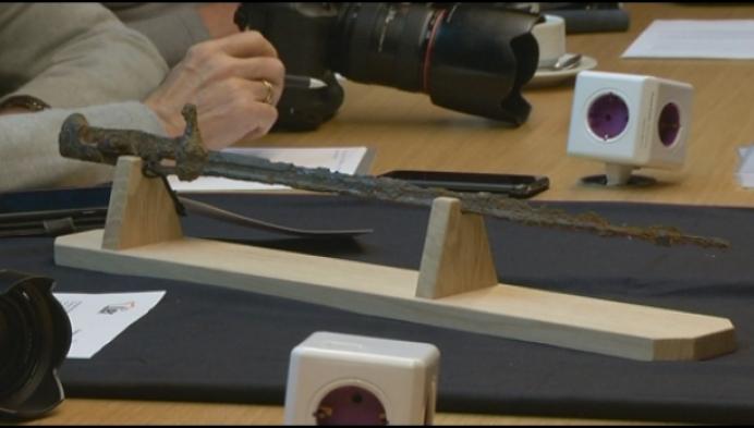Lierenaars schenken bajonet uit WO I aan stadsmuseum