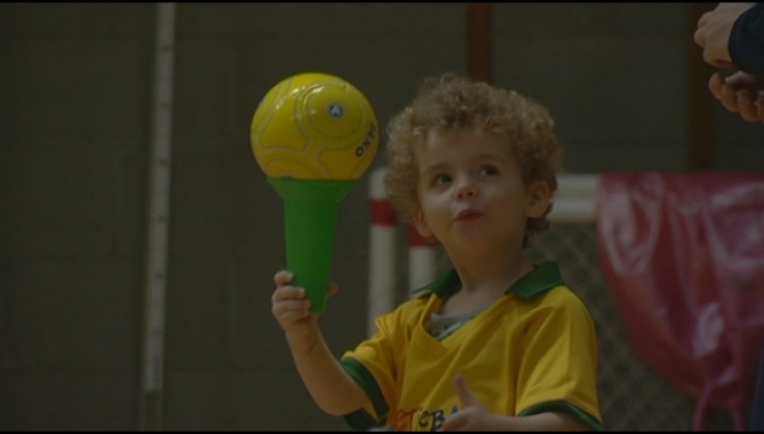 Heistse kleuters maken kennis met 'voetjebal'