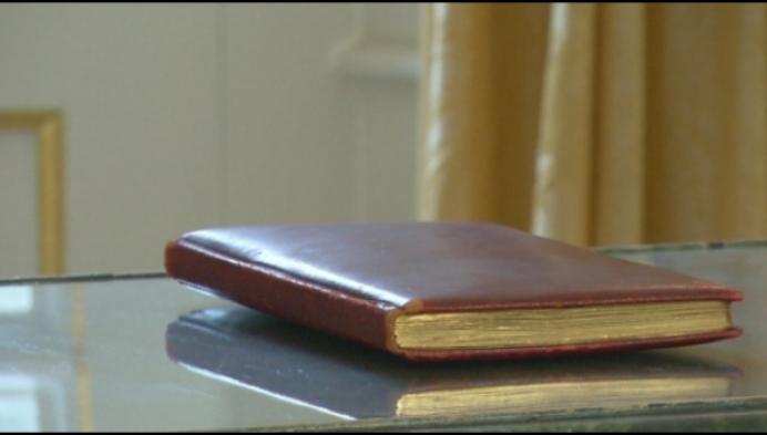 Uniek gastenboek van Kasteel d'Ursel opgedoken in kelder