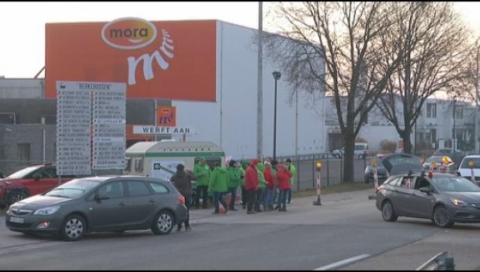 Werknemers Mora in Mol blokkeren industrieterrein